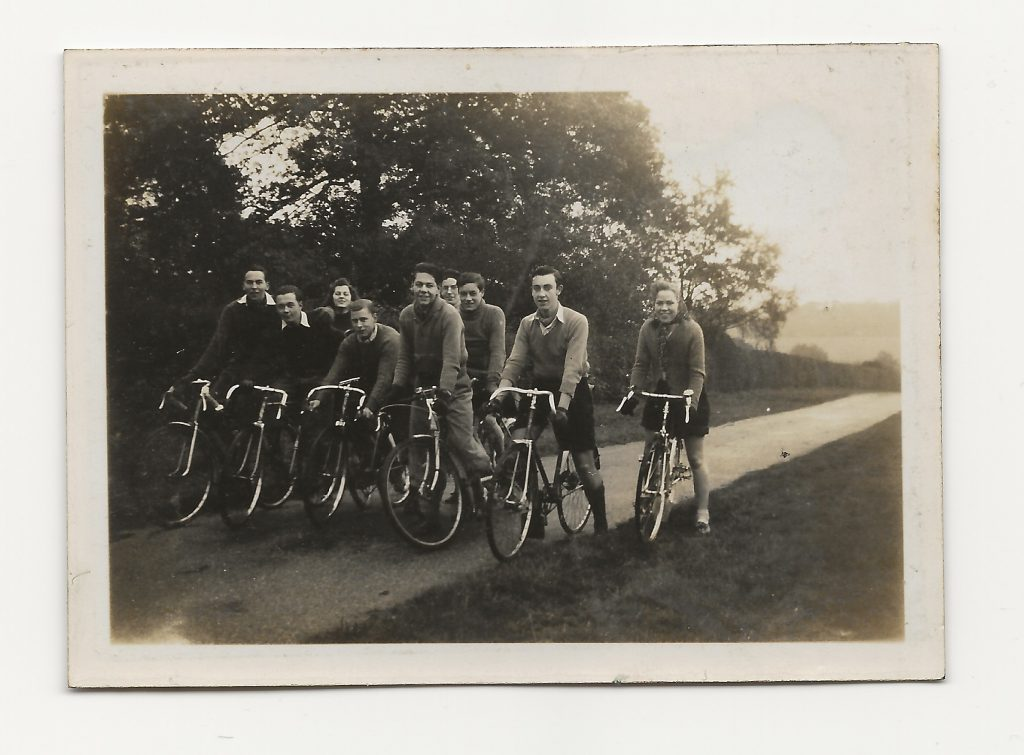 Fred, Tom, Kitty, Ken, Jim, Pete, Frank, Derek, Margaret Whitehead - Brasted Cudham about 1942